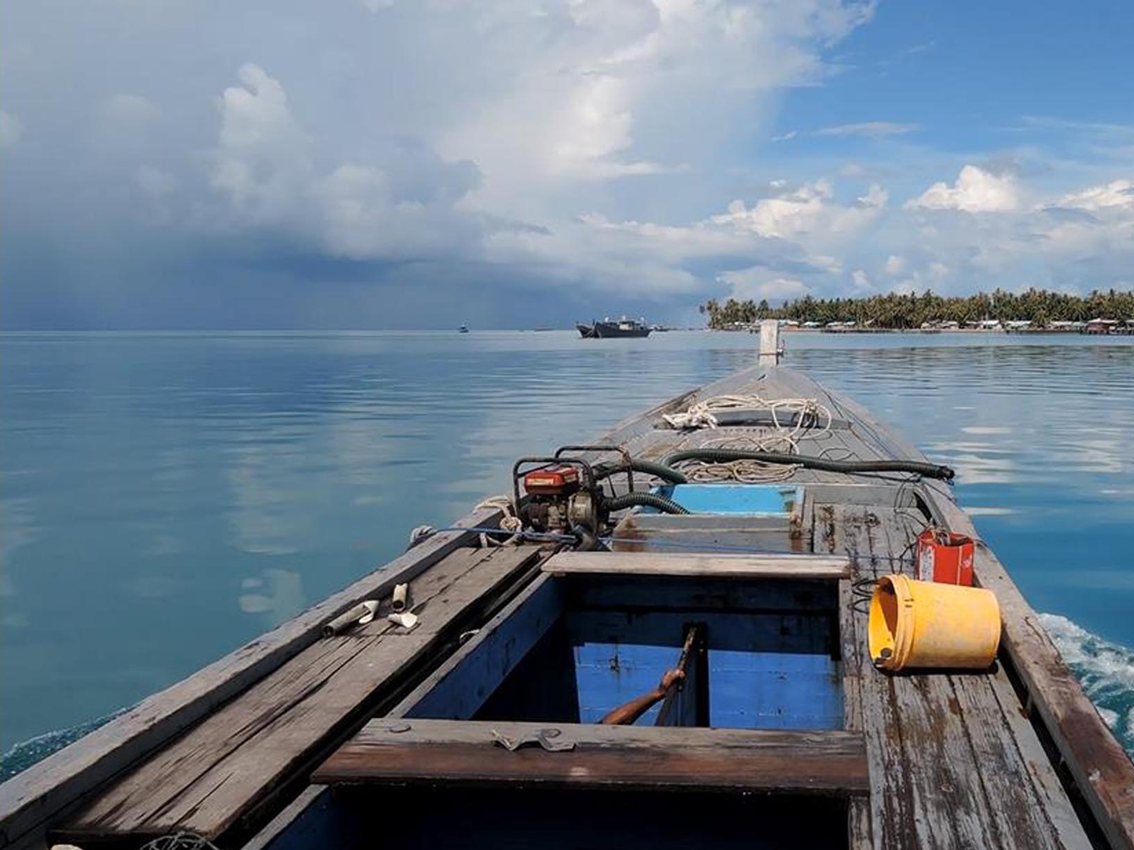 Kapal Hongkong Penolong Nelayan Natuna