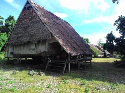 Rumah Adat, penjaga adat tanimbar kei (400 x 300)