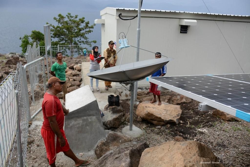 Bangunan Bantuan PLTS di Desa Treweng