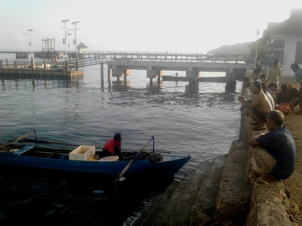 Suasana di dermaga, tempat nelayan sering mendaratkan hasil tangkapan