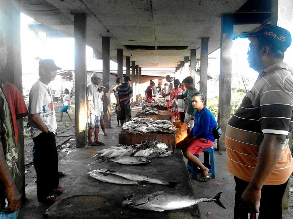 Pasar ikan di Larat