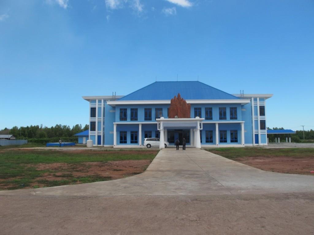 Kantor Pengelola Pelabuhan Perikanan dengan Monumen Musamus (foto: Nasruddin)