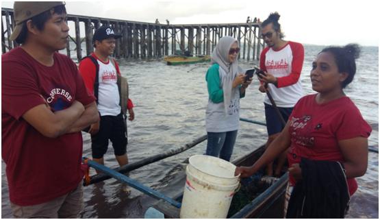 Sonya Maskikit, pembudidaya yang masih bertahan meski rumput laut banyak diserang oleh penyakit ais-ais (foto: DFW Indonesia)