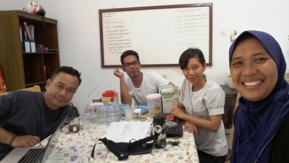 Kamaruddin, Diani, Megareta (Manajer SKPT) dan Irma (foto: DFW Indonesia)