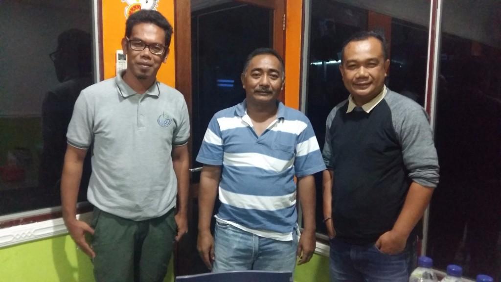 Penulis bersama Kadis DKP Biak dan Fasilitator Lapangan Pulau Brass