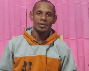 Williams Msen, Kepala Kampung Mapia (foto: Kamaruddin Azis)