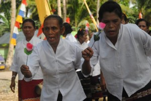 Sambutan masyarakat Desa Lermatang